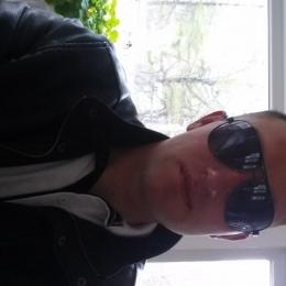 Парень из Москвы, ищу девушку. Хочу секса, и чем больше, тем лучше.