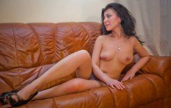 Милашка с прекрасной грудью нуждается в ласке, ищет мужчину для секса в Геленджике